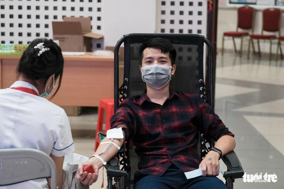 'Anh xế miễn phí' chạy phân khối lớn đưa người dân đi hiến máu tình nguyện - Ảnh 6.