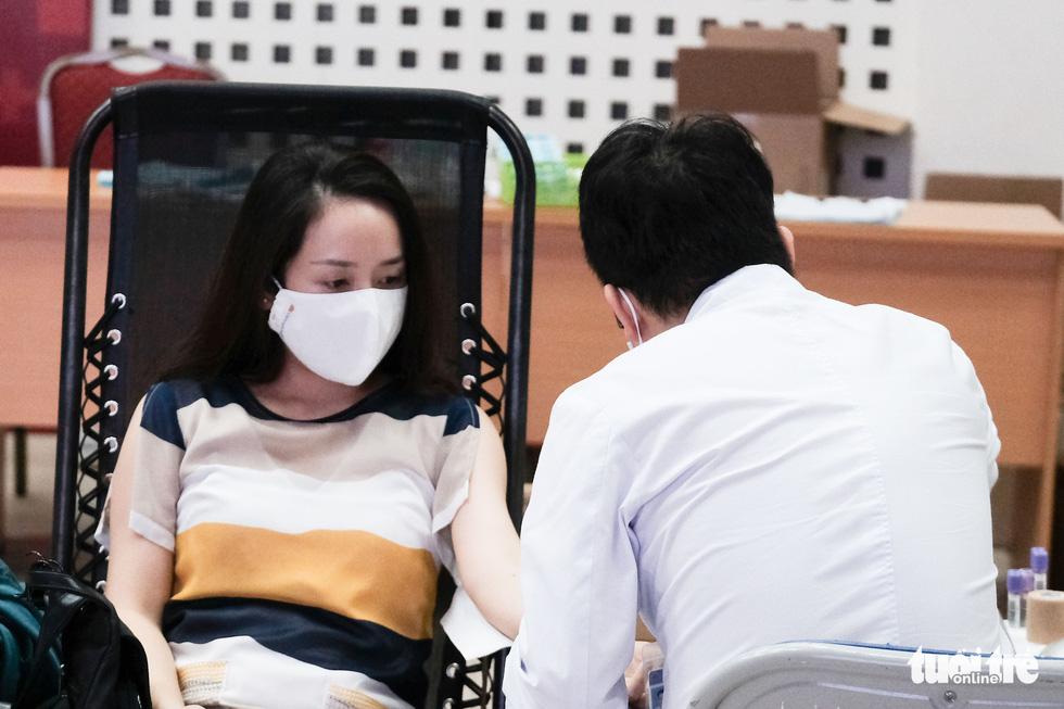 'Anh xế miễn phí' chạy phân khối lớn đưa người dân đi hiến máu tình nguyện - Ảnh 1.