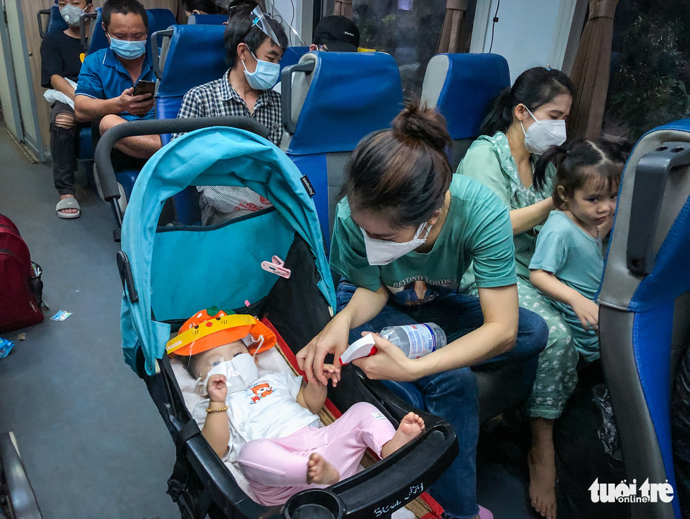 On a special train running one circuit from Ho Chi Minh City to Ha Tinh - Photo 2.