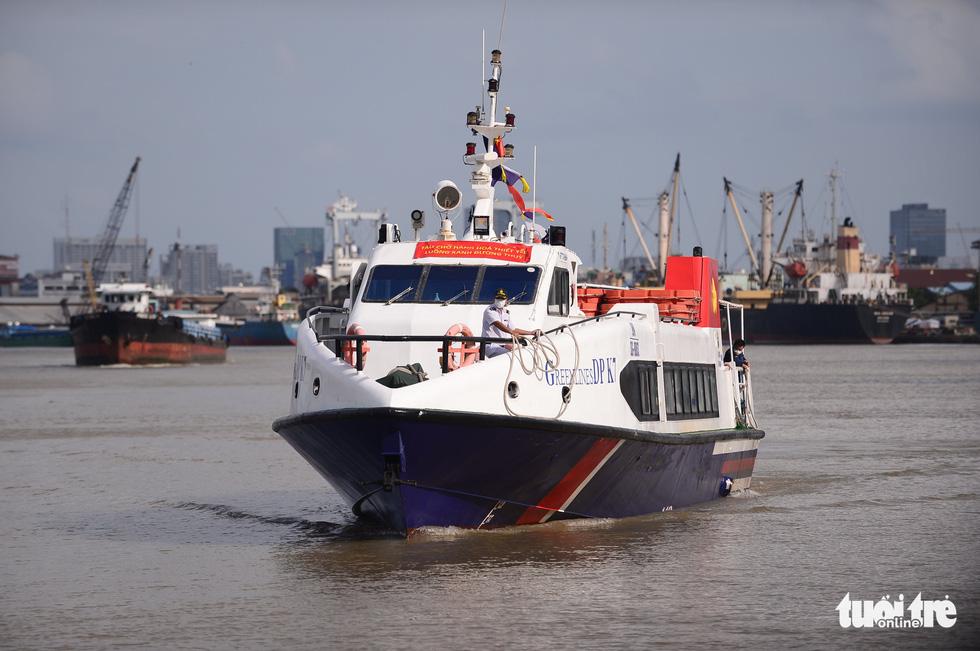 Tàu cao tốc chở rau 0 đồng từ miền Tây cập bến Bạch Đằng - Ảnh 1.
