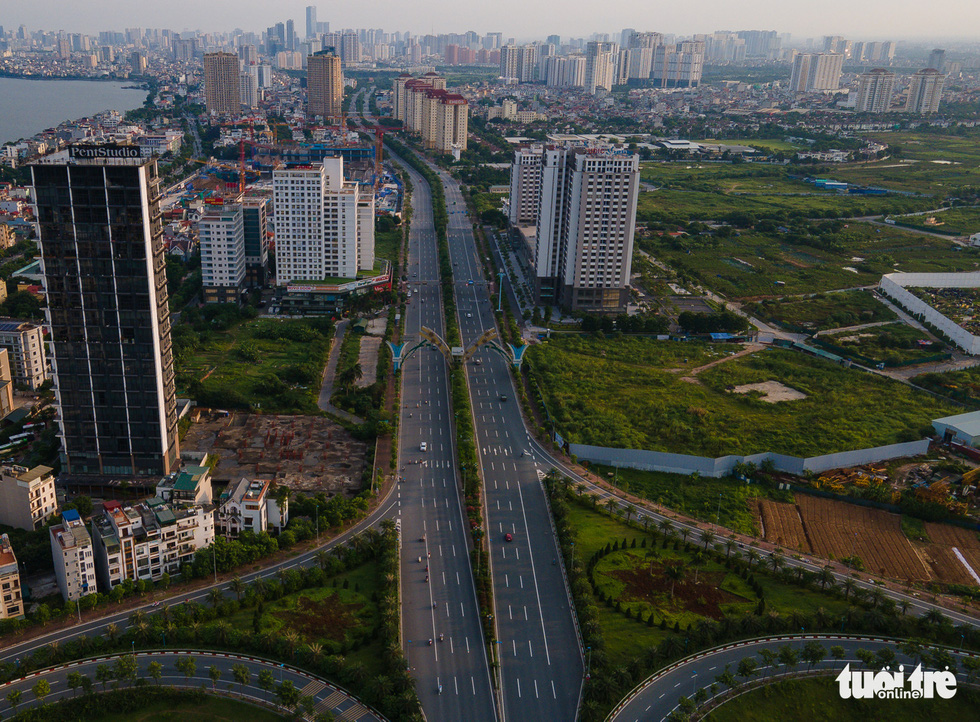 Nhìn từ trên cao, Hà Nội vắng vẻ vì giãn cách xã hội - Ảnh 6.