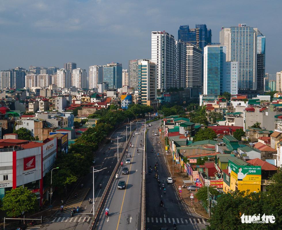 Nhìn từ trên cao, Hà Nội vắng vẻ vì giãn cách xã hội - Ảnh 11.