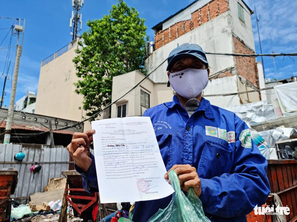 Công nhân vệ sinh môi trường: Thất thu nhẹ mùa dịch, việc nhiều hơn - Ảnh 8.