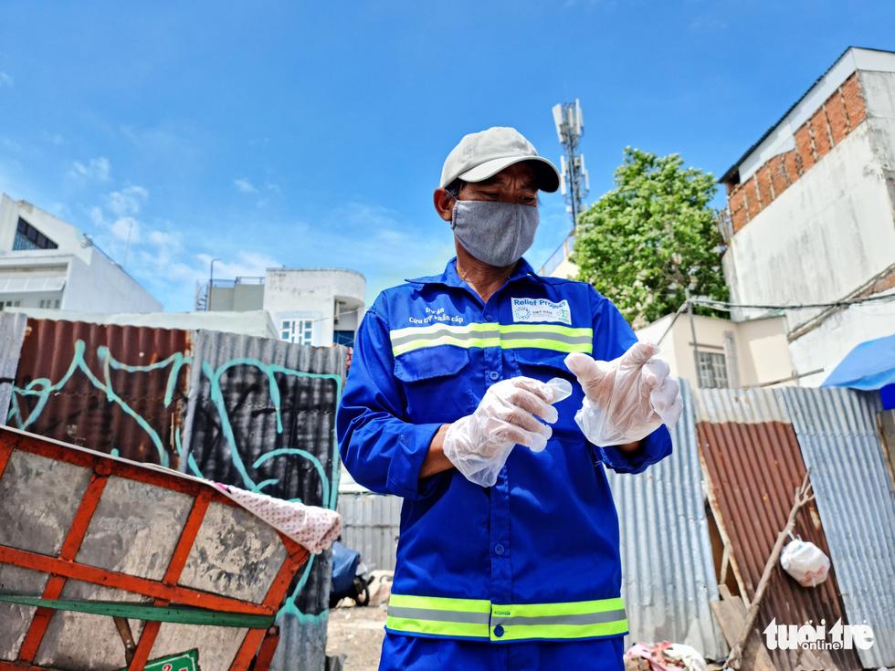 Công nhân vệ sinh môi trường: Thất thu nhẹ mùa dịch, việc nhiều hơn - Ảnh 6.