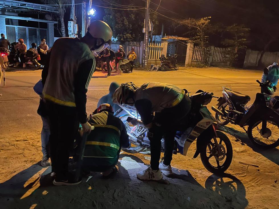 Xuyên ngày đêm bám chốt ở Đà Nẵng cứu hộ xe cho người từ TP.HCM về quê - Ảnh 5.