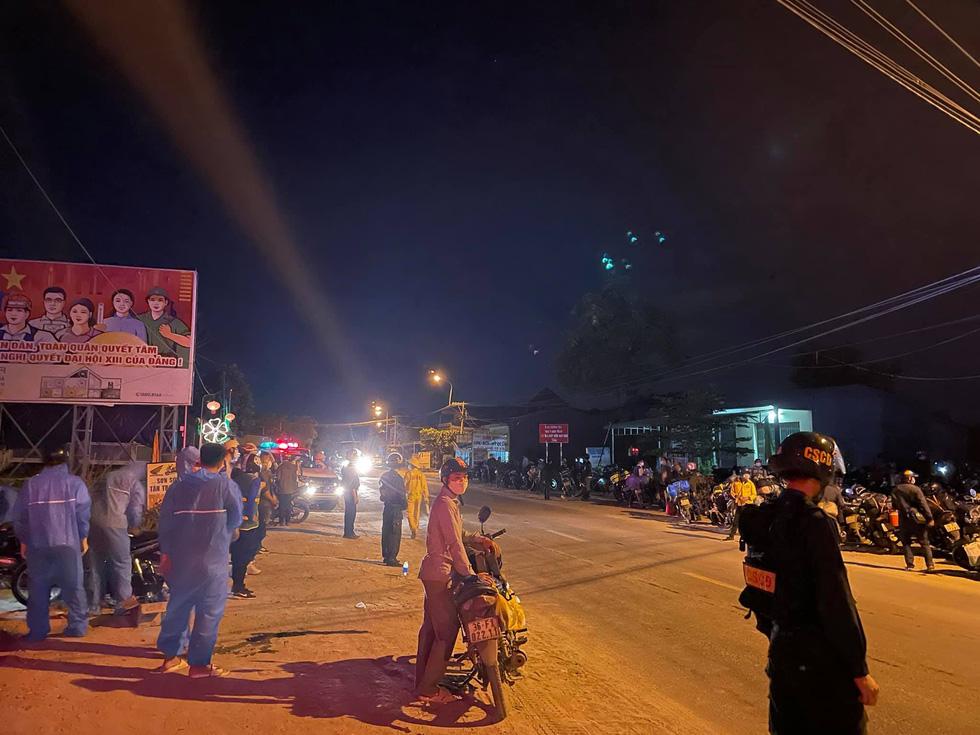 Xuyên ngày đêm bám chốt ở Đà Nẵng cứu hộ xe cho người từ TP.HCM về quê - Ảnh 4.