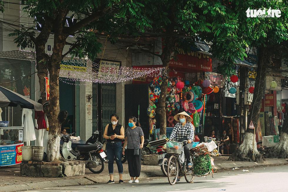 Bắc Giang nhộn nhịp trong ngày đầu tiên trở lại bình thường mới - Ảnh 4.