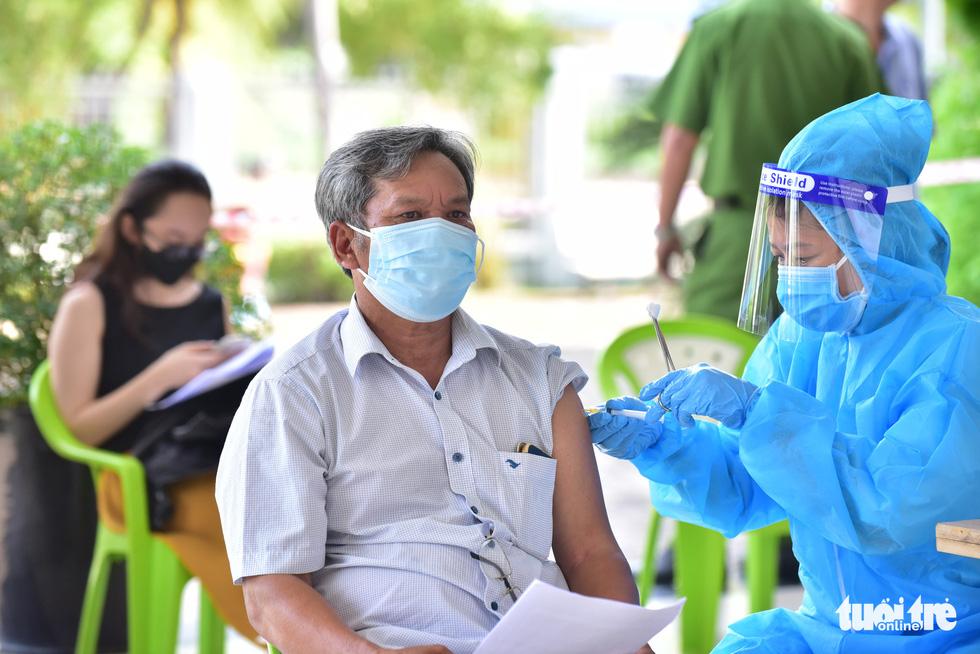 Quận 7, TP.HCM tăng cường 8 điểm tiêm để tăng tốc độ tiêm vắc xin - Ảnh 5.