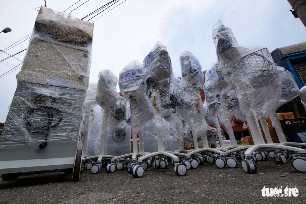 Tàu chở hàng trăm thiết bị y tế của trung tâm hồi sức lớn nhất miền Bắc vào TP.HCM chống dịch - Ảnh 5.