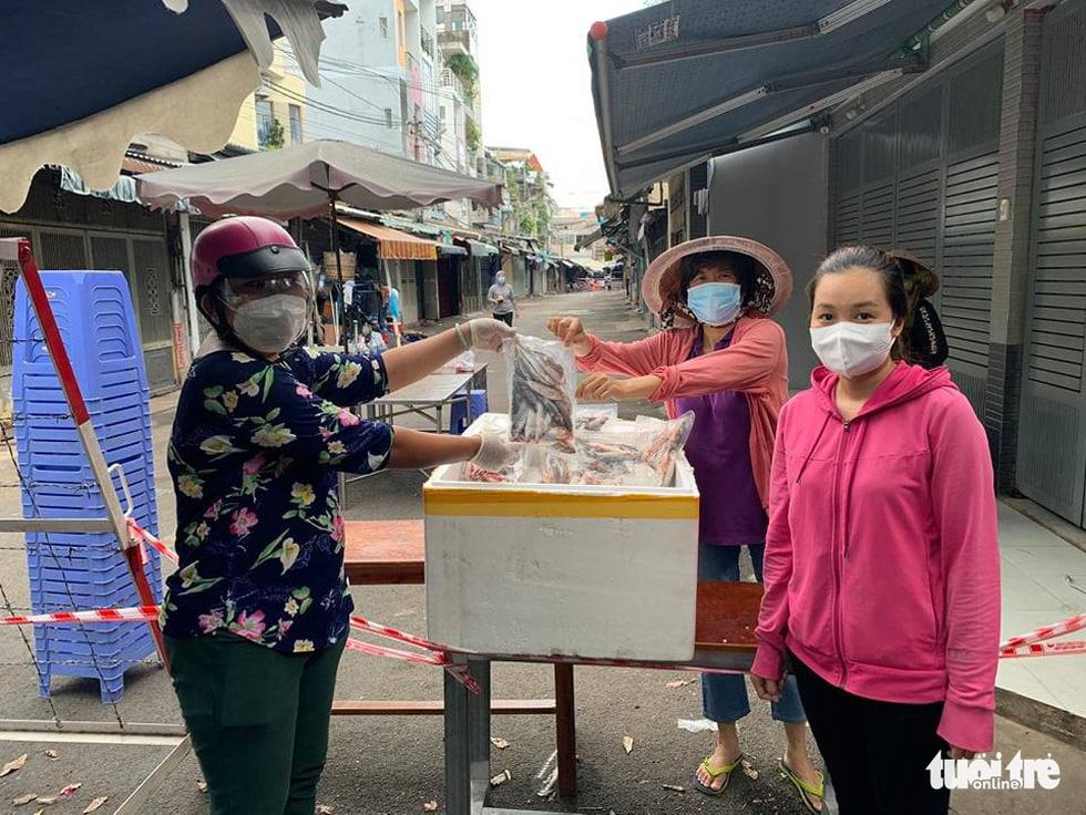 Những chuyến xe nghĩa tình đầu tiên mang 3 tấn cá từ Quảng Bình vào TP.HCM - Ảnh 6.