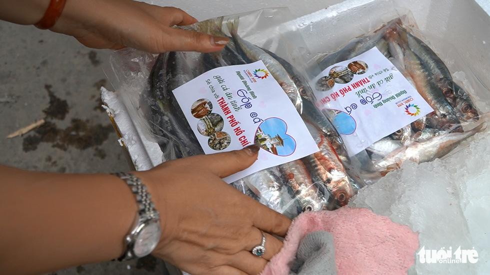Những chuyến xe nghĩa tình đầu tiên mang 3 tấn cá từ Quảng Bình vào TP.HCM - Ảnh 2.