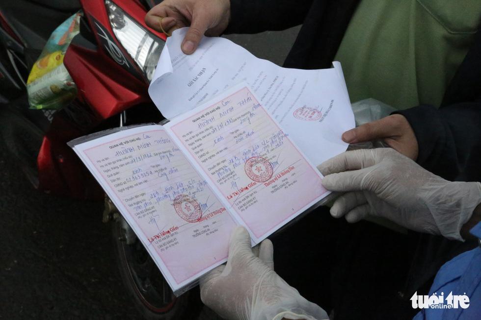Nhiều người rời TP.HCM về quê phải quay đầu vì không có giấy xét nghiệm - Ảnh 3.