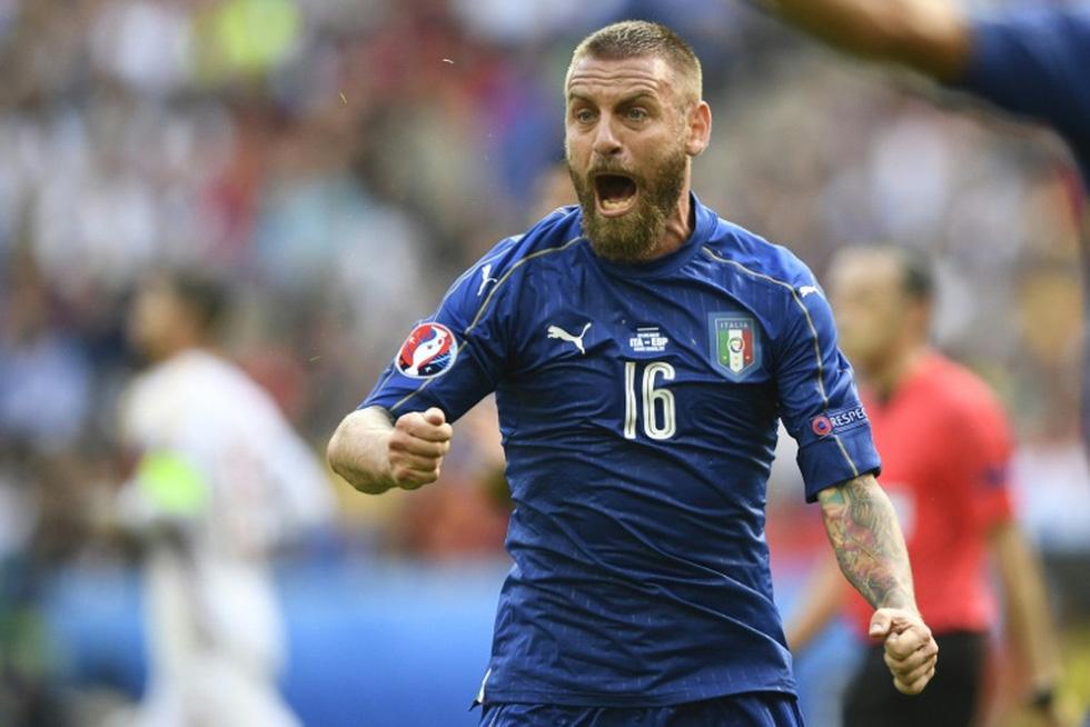 Euro 2020 lãng mạn nhờ sắc thiên thanh - Ảnh 2.