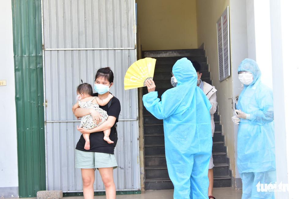 Huế đưa xe đón 20 người đi tàu từ TP.HCM ra Quảng Trị về quê cách ly - Ảnh 3.