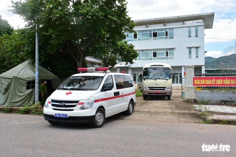 Huế đưa xe đón 20 người đi tàu từ TP.HCM ra Quảng Trị về quê cách ly - Ảnh 4.
