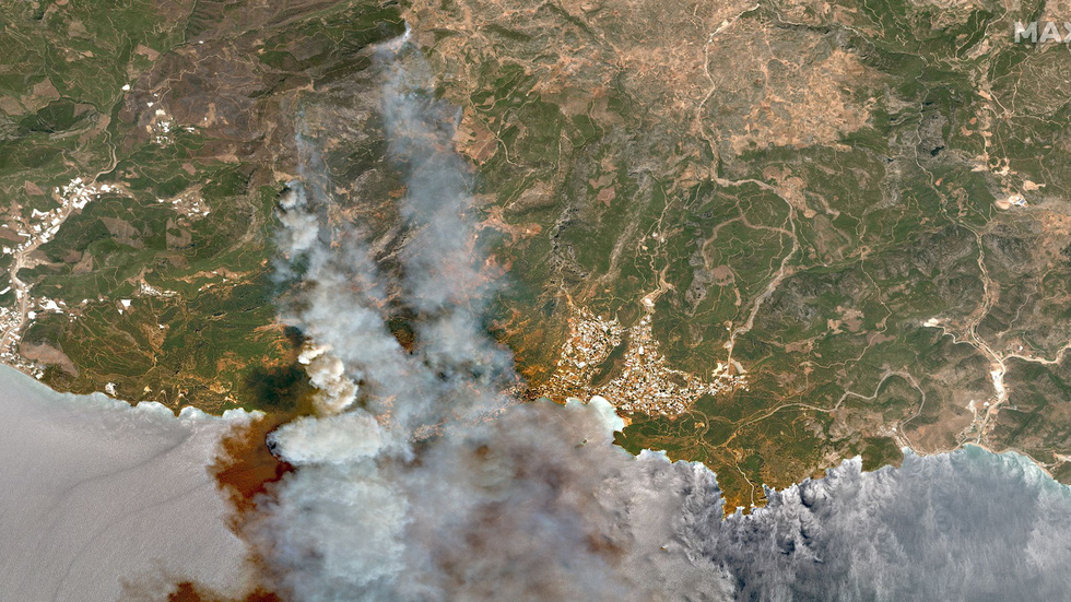 Ảnh cháy rừng ngùn ngụt tàn phá miền nam Thổ Nhĩ Kỳ - Ảnh 3.