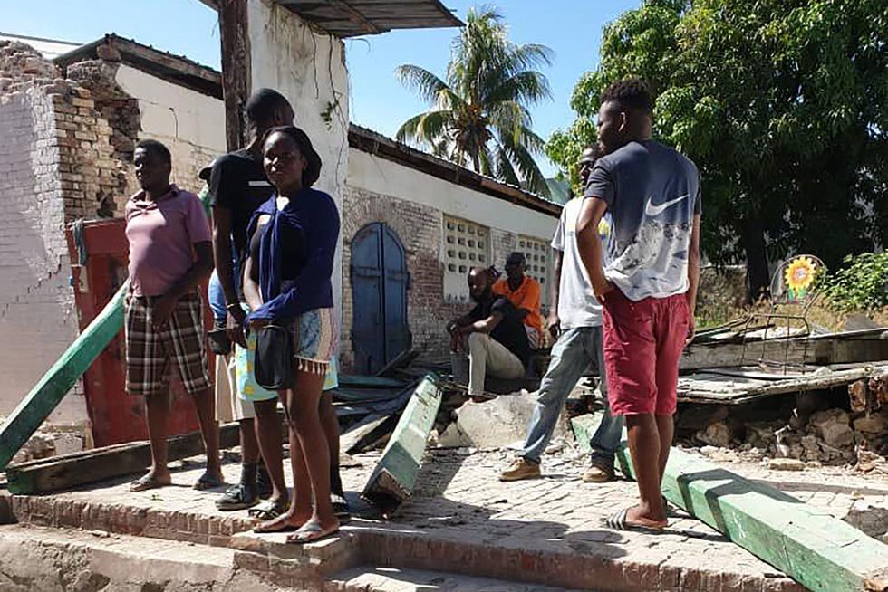 Chùm ảnh thảm họa động đất ở Haiti, hơn 300 người chết - Ảnh 2.
