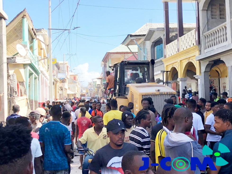 Chùm ảnh thảm họa động đất ở Haiti, hơn 300 người chết - Ảnh 3.