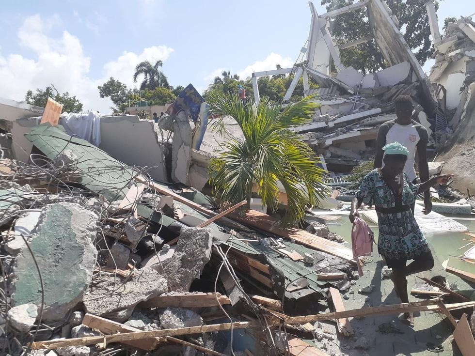 Chùm ảnh thảm họa động đất ở Haiti, hơn 300 người chết - Ảnh 4.