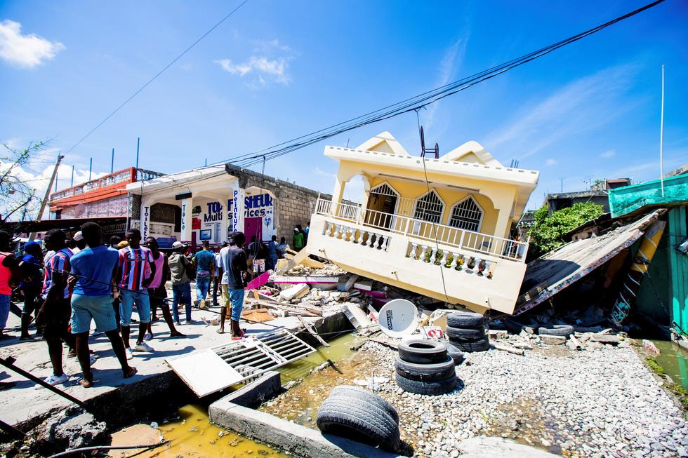 Chùm ảnh thảm họa động đất ở Haiti, hơn 300 người chết - Ảnh 5.