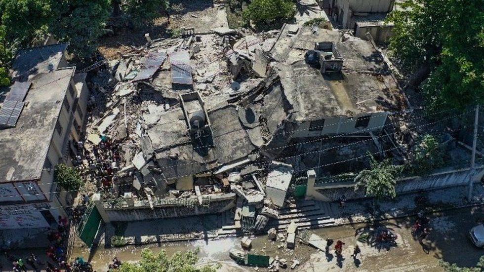 Chùm ảnh thảm họa động đất ở Haiti, hơn 300 người chết - Ảnh 7.