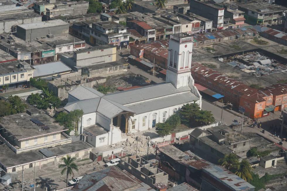 Chùm ảnh thảm họa động đất ở Haiti, hơn 300 người chết - Ảnh 12.