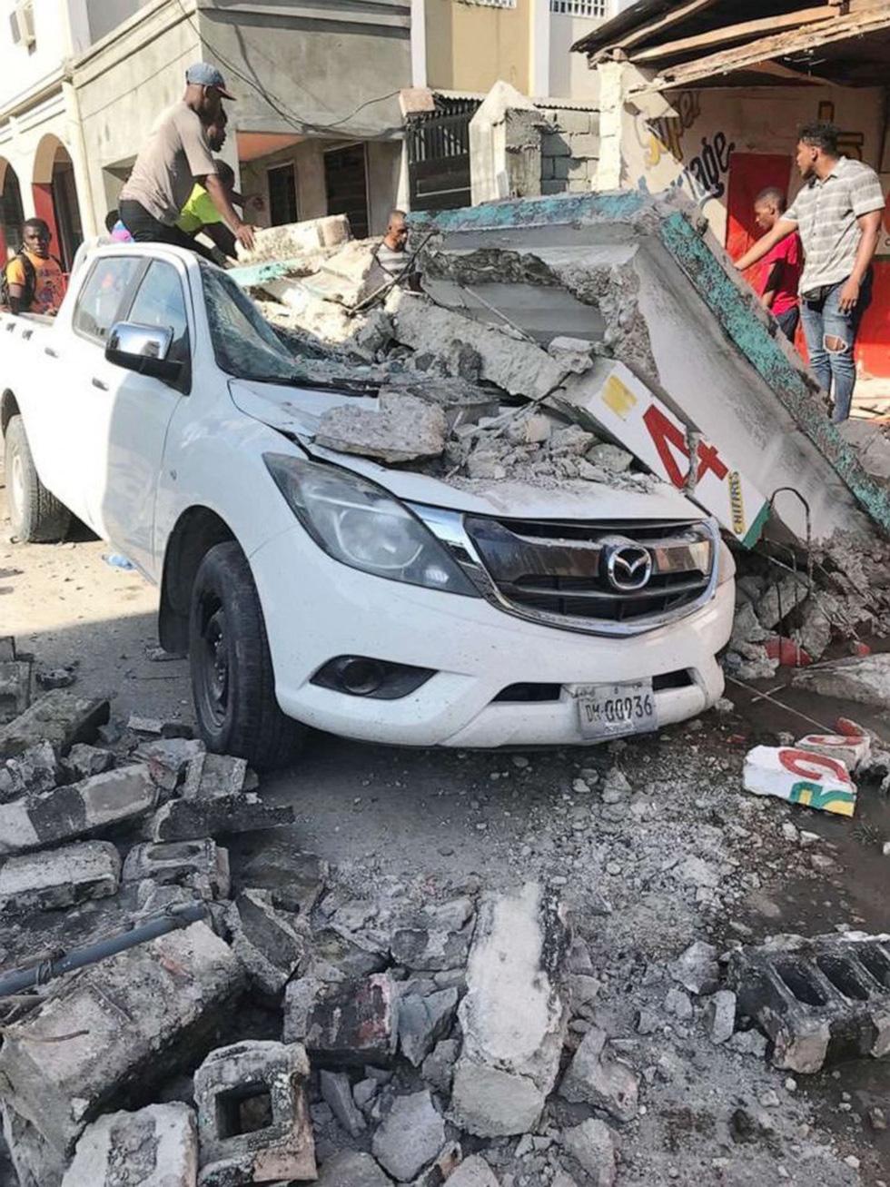Chùm ảnh thảm họa động đất ở Haiti, hơn 300 người chết - Ảnh 15.