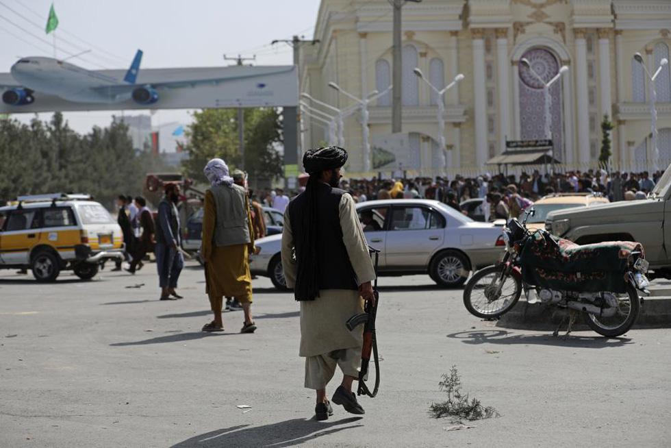 24 giờ hỗn loạn ở Afghanistan - Ảnh 9.