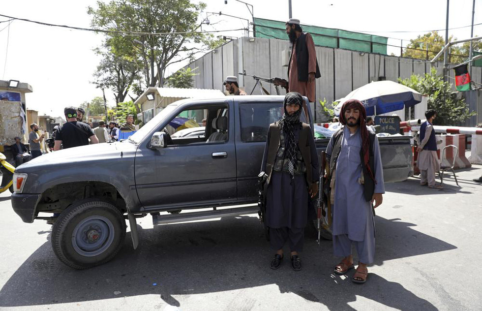 24 giờ hỗn loạn ở Afghanistan - Ảnh 8.
