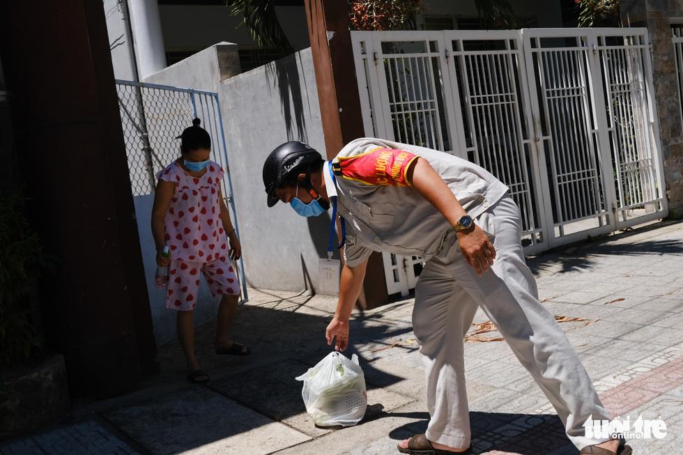 Đà Nẵng ngày thứ 3 phong tỏa, dân chấp hành nghiêm ở nhà, đường phố vắng lặng - Ảnh 7.