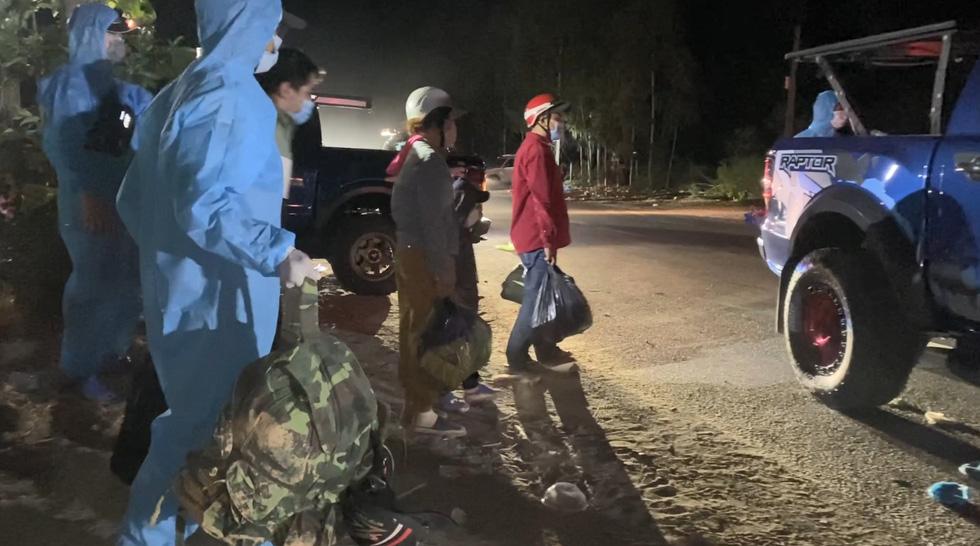 Trắng đêm cùng nhóm giúp người bị tai nạn trên đường về quê - Ảnh 9.