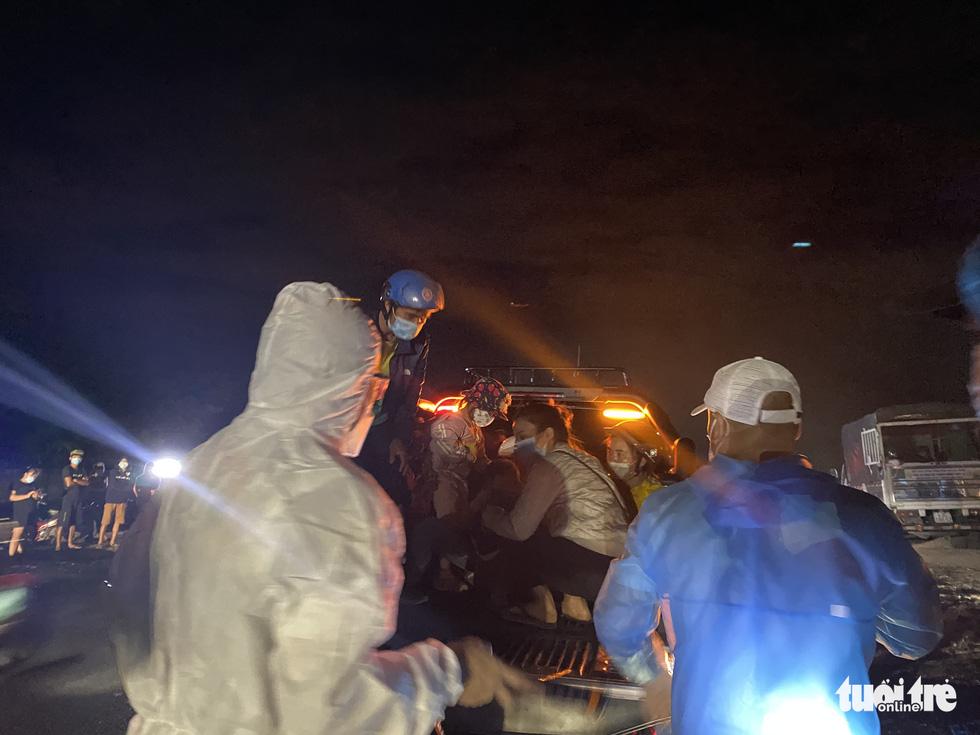 Trắng đêm cùng nhóm giúp người bị tai nạn trên đường về quê - Ảnh 5.