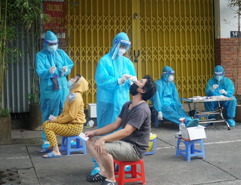 TP.HCM: Xét nghiệm nhanh vùng nguy cơ cao, phát hiện nhiều ca nghi nhiễm - Ảnh 5.