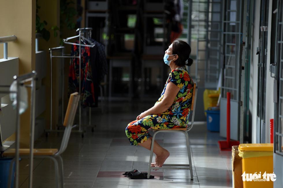 Bệnh viện mở nhạc, F0 hào hứng tập thể dục, ai cũng vui vẻ, lạc quan - Ảnh 6.