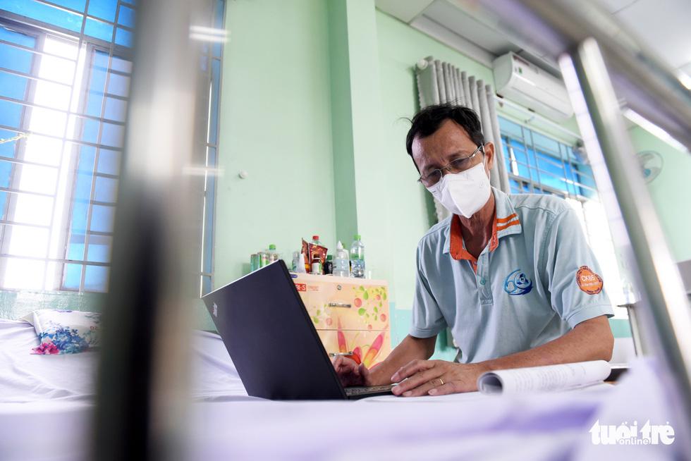 Bệnh viện mở nhạc, F0 hào hứng tập thể dục, ai cũng vui vẻ, lạc quan - Ảnh 4.
