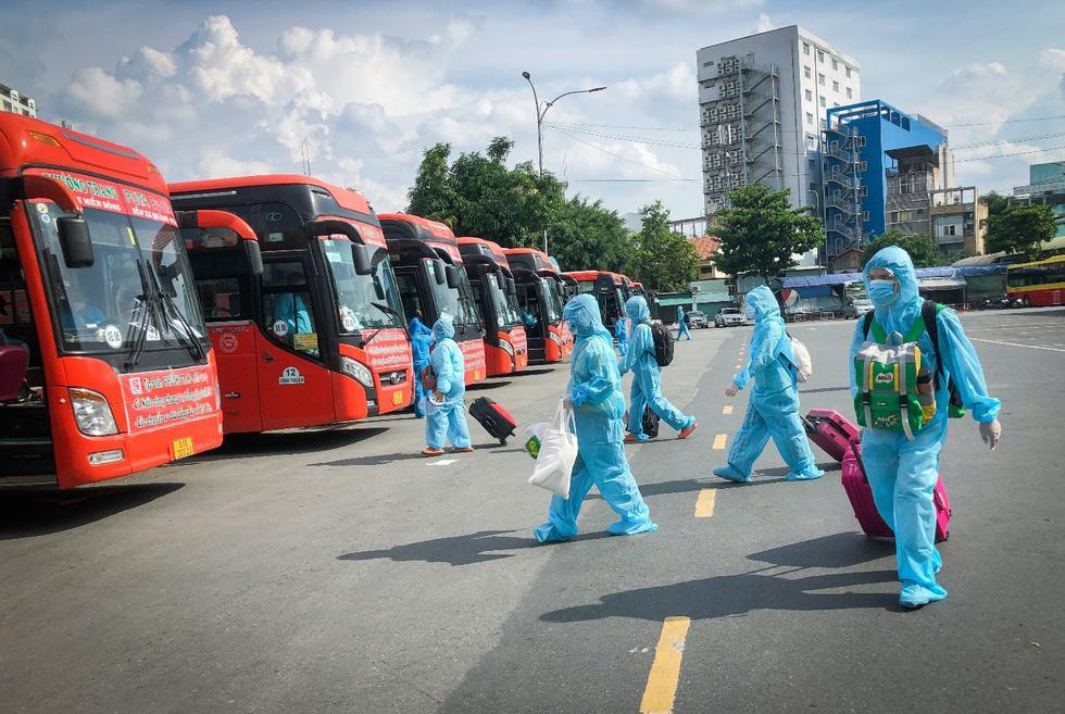 Ngày rời TP.HCM, bà con Phú Yên mong được sớm trở lại - Ảnh 1.