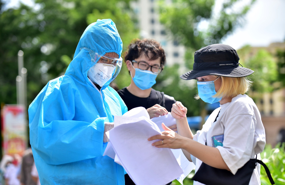Người nước ngoài được tiêm vắc xin tại TP.HCM: Cảm ơn Việt Nam quan tâm đến chúng tôi! - Ảnh 4.