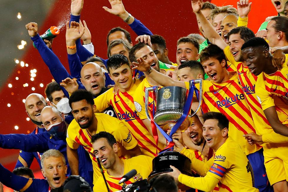 Sự nghiệp của Messi tại Barca qua ảnh - Ảnh 16.