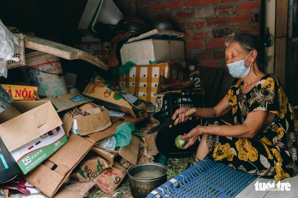 Xóm trọ nghèo xơ xác trong đại dịch - Ảnh 4.