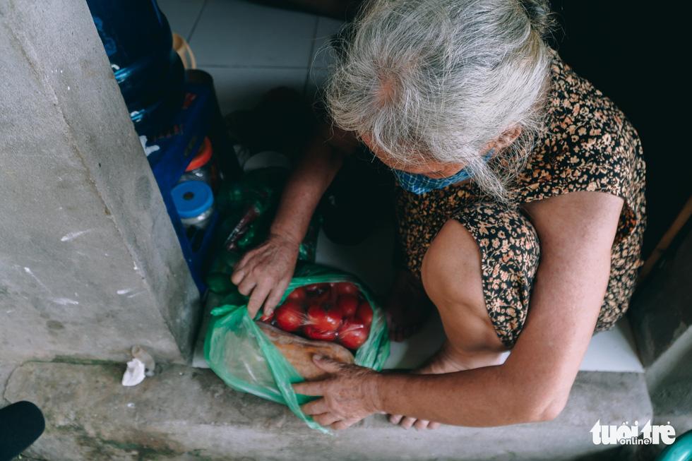 Xóm trọ nghèo xơ xác trong đại dịch - Ảnh 6.