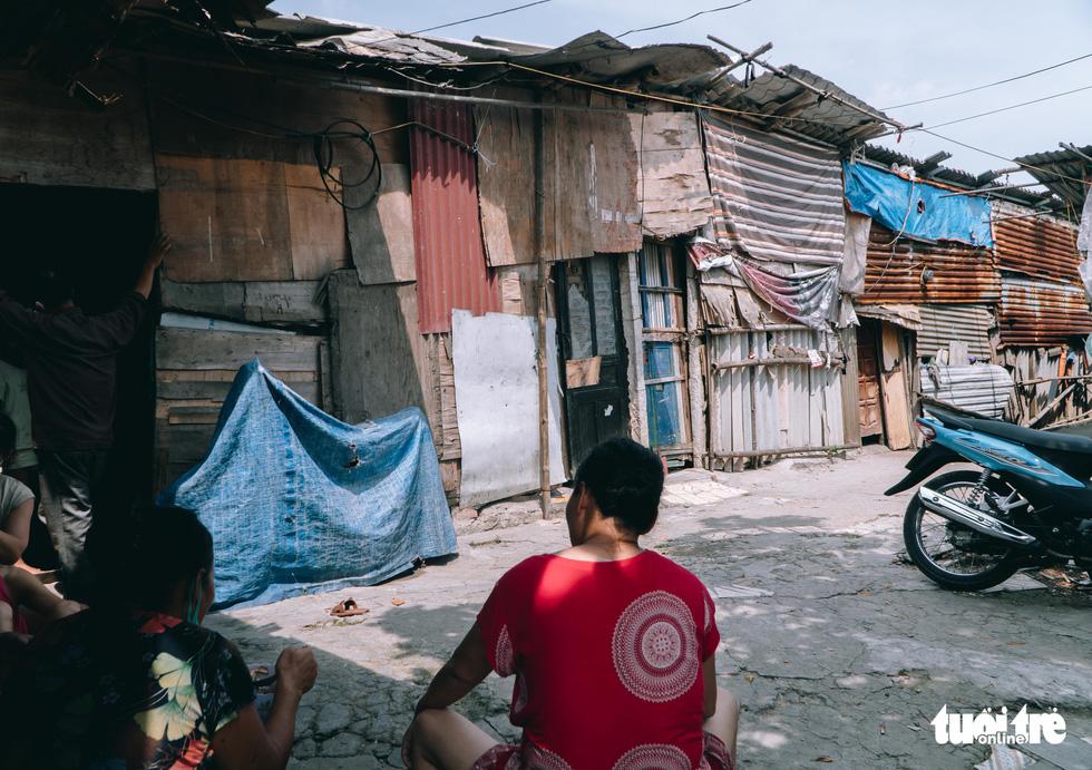 Xóm trọ nghèo xơ xác trong đại dịch - Ảnh 3.