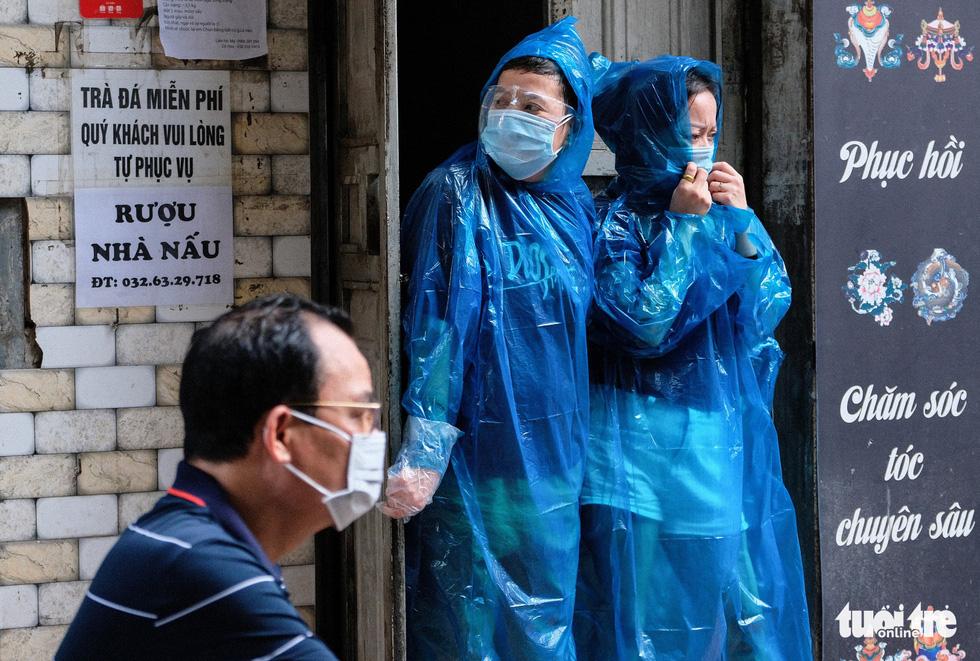 Hà Nội đang xét nghiệm 5.000 người liên quan chuỗi lây Công ty Thanh Nga - Ảnh 1.