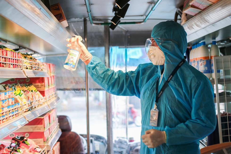 Xe buýt tháo ghế, thành siêu thị mini di động - Ảnh 5.