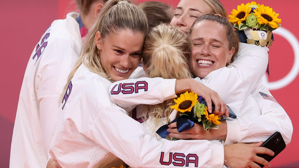 Tung cú nước rút thần tốc, Mỹ vượt mặt Trung Quốc giành ngôi nhất toàn đoàn ở Olympic 2020 - Ảnh 1.