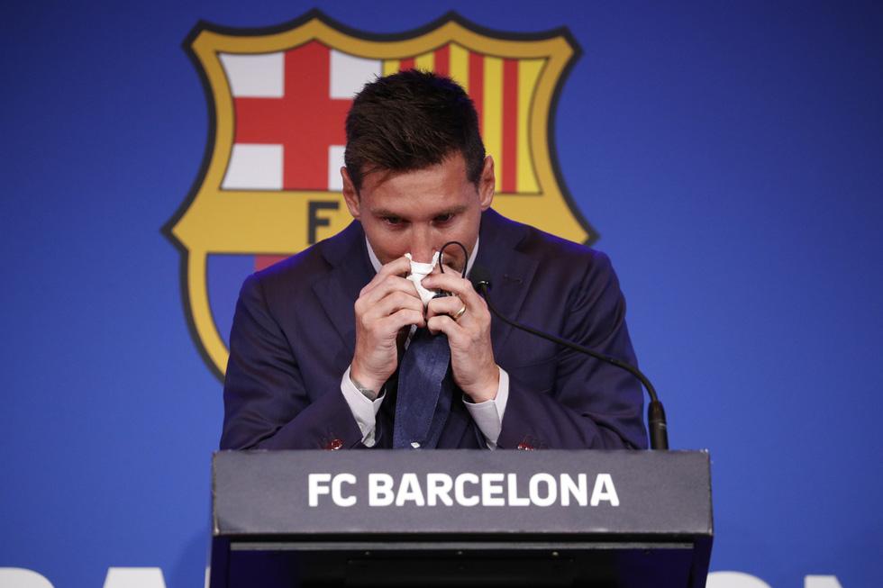 Họp báo bắt đầu: Messi khóc và nói không bao giờ nghĩ tới việc rời Barca - Ảnh 3.