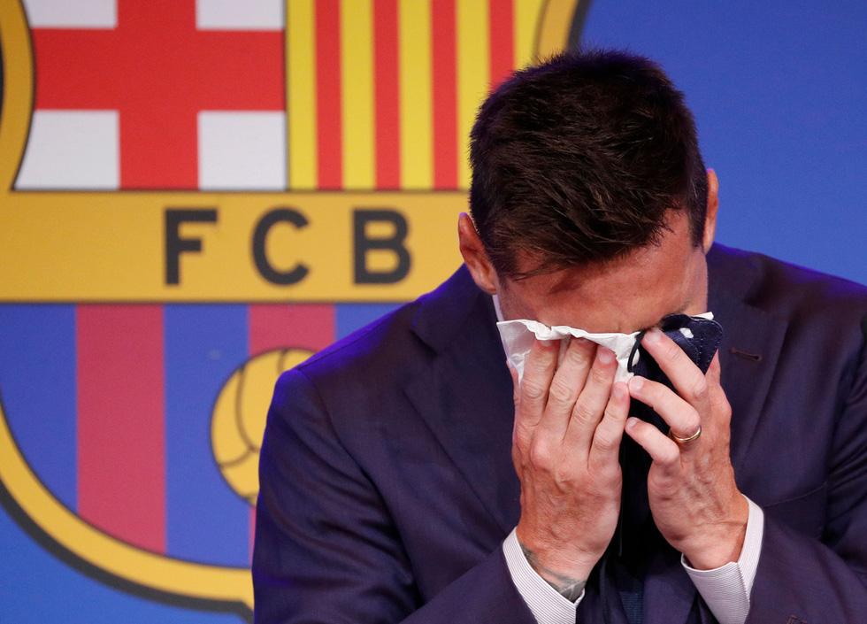 Messi khóc nhiều trong buổi họp báo chia tay Barca, chưa xác định bến đỗ mới - Ảnh 1.