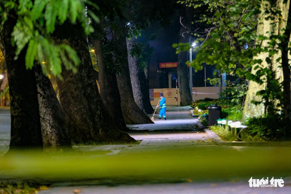 Hình ảnh Hà Nội im vắng trong những đêm giãn cách - Ảnh 7.