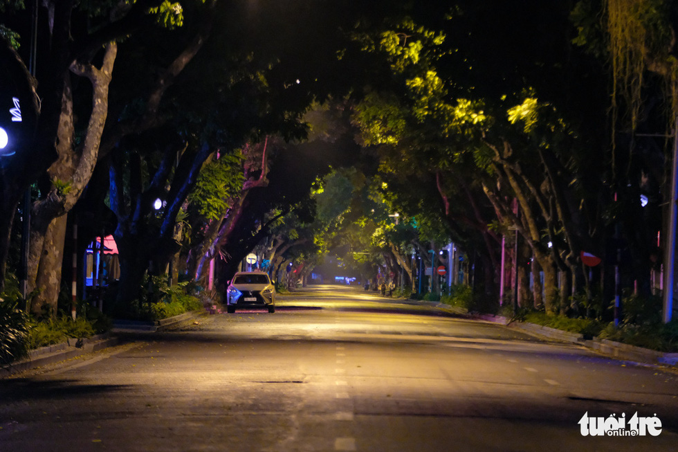 Hình ảnh Hà Nội im vắng trong những đêm giãn cách - Ảnh 6.