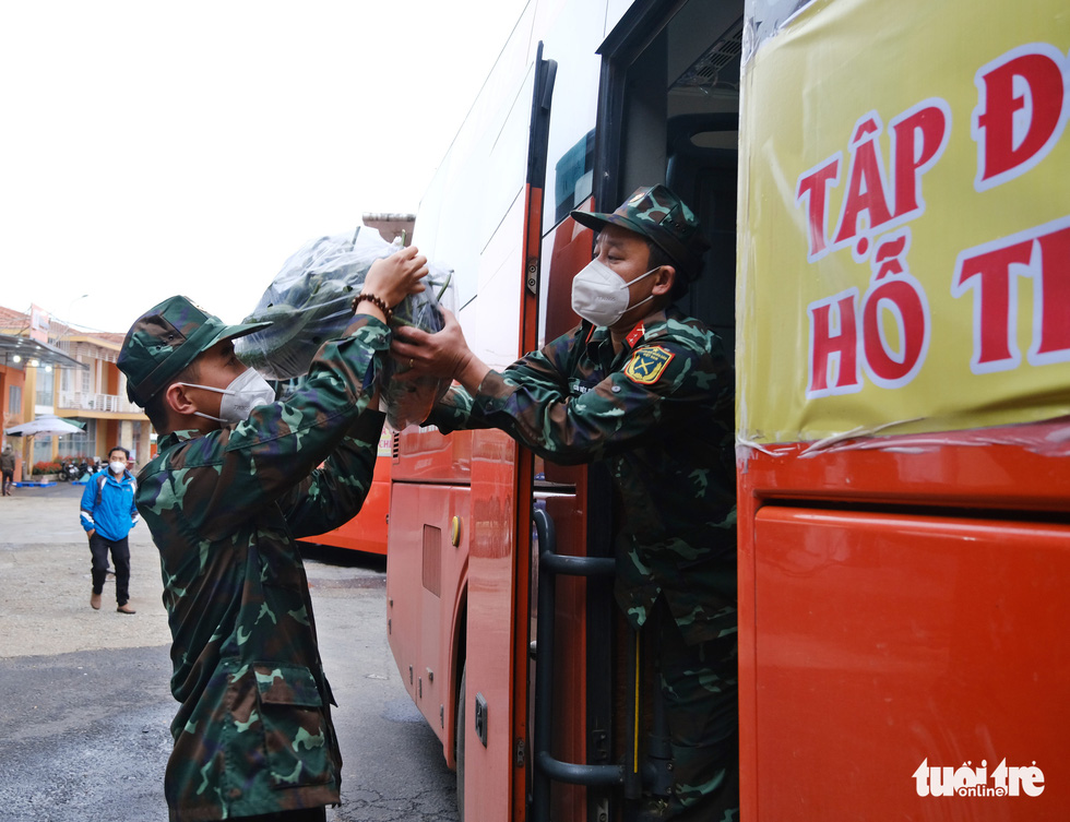 Lâm Đồng hào phóng, tặng rau nguyên vườn, chở rau bằng xe giường nằm máy lạnh đến TP.HCM - Ảnh 5.