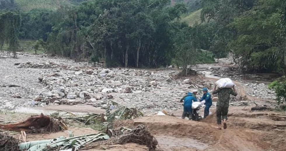 Chống bão số 5: Huế hạn chế dân ra đường, Nghệ An sơ tán dân đến nơi an toàn - Ảnh 7.